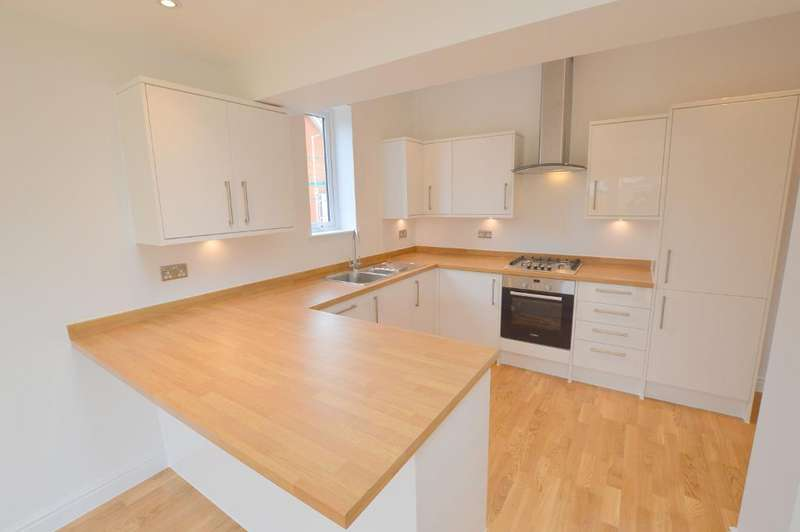 4 Bedrooms Semi Detached House for sale in St Thomas's Road, Stopsley, Luton, LU2 7UY