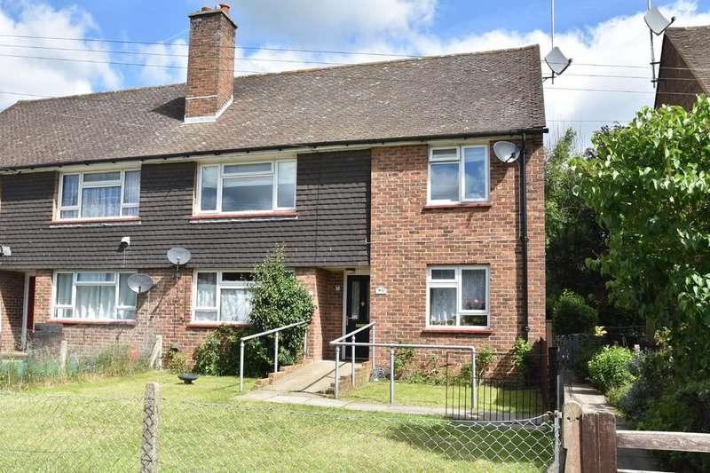 2 Bedrooms Maisonette Flat for sale in Compton