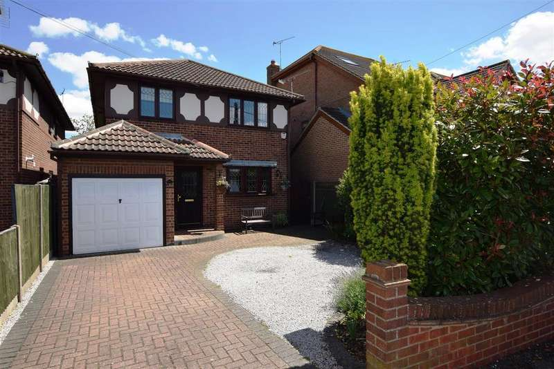 4 Bedrooms Detached House for sale in Komberg Crescent, Canvey Island
