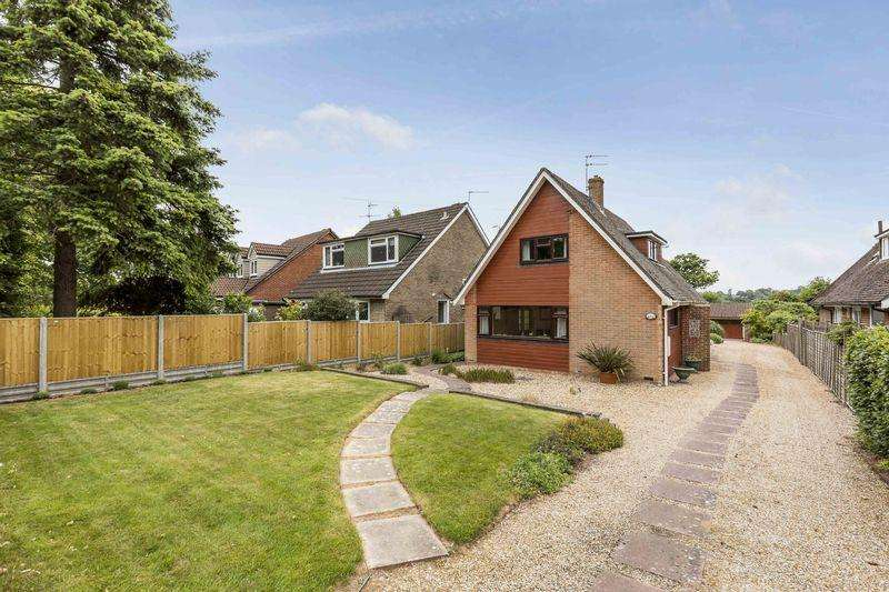 3 Bedrooms Detached House for sale in Oaklands Grove, Cowplain, PO8 8PS