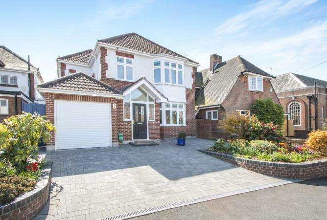4 Bedrooms Detached House for sale in Strouden Avenue, Queens Park