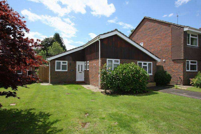 4 Bedrooms Detached Bungalow for sale in Farm Close, Henfield