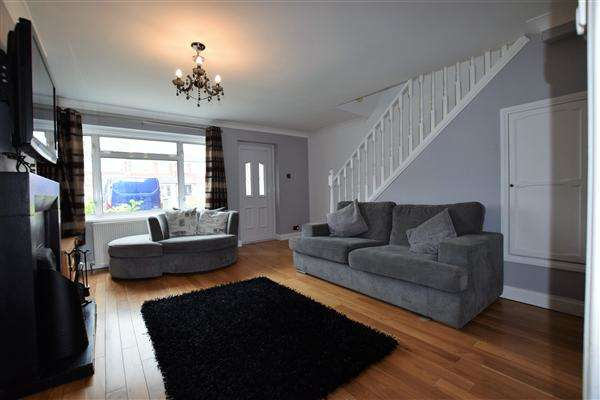3 Bedrooms Terraced House for sale in Hobhouse Road, Stanford-Le-Hope