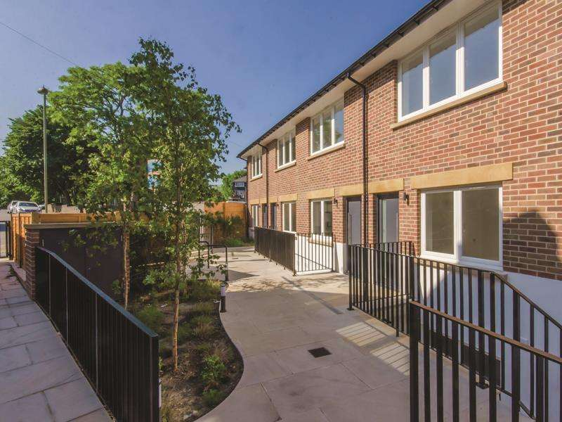4 Bedrooms End Of Terrace House for sale in New Trinity Road, N2