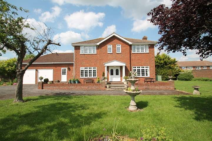 4 Bedrooms Detached House for sale in Horton Road, Stanwell Moor, TW19