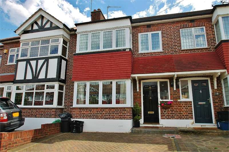 3 Bedrooms Terraced House for sale in Brackley Square, WOODFORD GREEN IG8