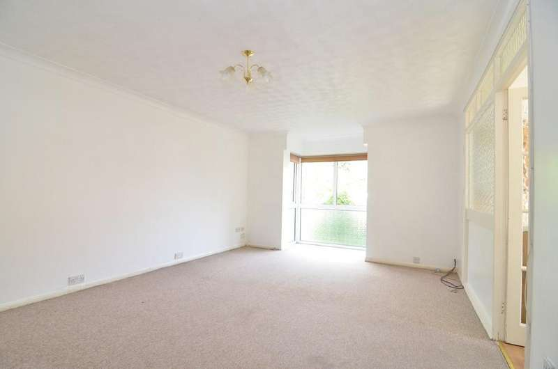 2 Bedrooms Apartment Flat for sale in Sycamore Close, Christchurch