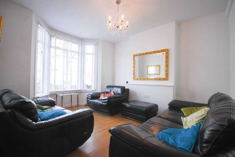 3 Bedrooms Terraced House for sale in Etchingham Road, London