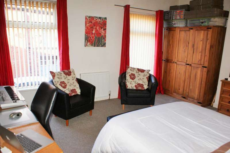 2 Bedrooms End Of Terrace House for sale in Cestrian Street, Great Lever