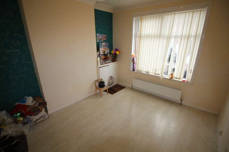 3 Bedrooms Terraced House for sale in Haynes Road, Leicester, LE5