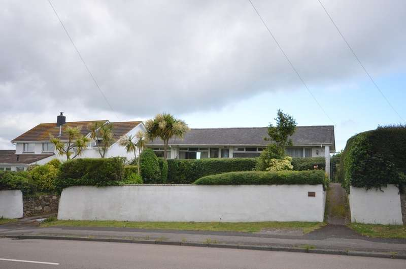 3 Bedrooms Detached Bungalow for sale in Bodmin Road, Truro