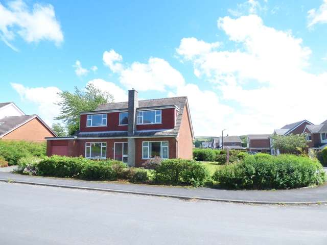 4 Bedrooms Detached House for sale in Sandringham Drive, Brinscall, Chorley, PR6 8SU