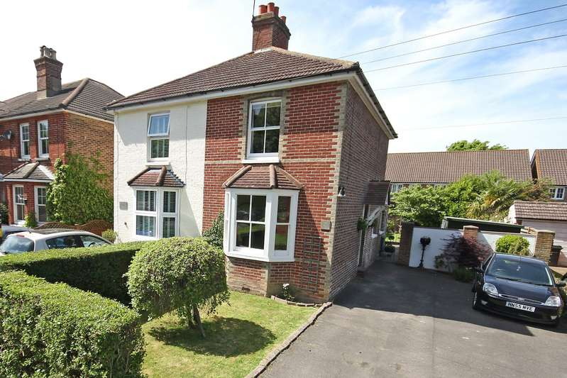 3 Bedrooms Semi Detached House for sale in Povey Cross Road, Horley, Surrey, RH6