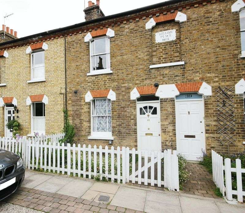 3 Bedrooms Property for sale in Gentlemans Row, Enfield
