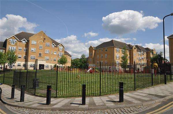 2 Bedrooms Apartment Flat for sale in Scott Road, Edgware