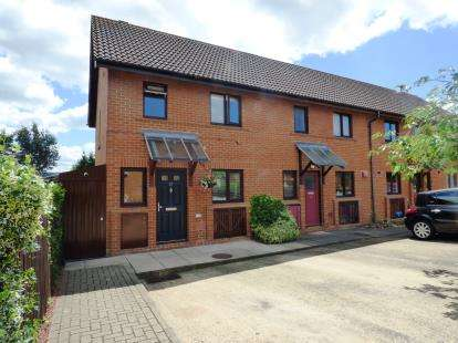 3 Bedrooms End Of Terrace House for sale in Khasiaberry, Walnut Tree, Milton Keynes, Bedfordshire