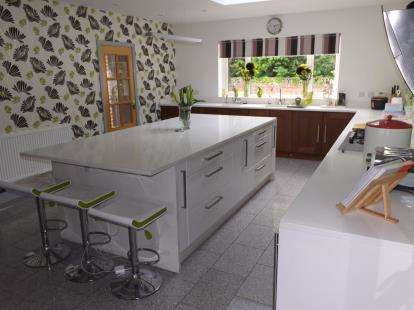 4 Bedrooms Bungalow for sale in Padway, Penwortham, Preston, Lancashire, PR1