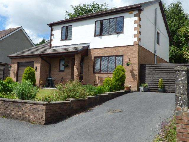 4 Bedrooms Detached House for sale in Priory Close, Carmarthen