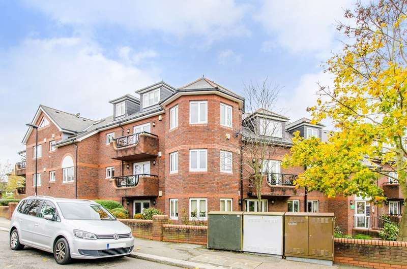 2 Bedrooms Flat for sale in Rowantree Road, Enfield, EN2