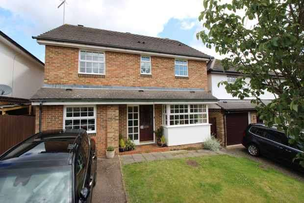 4 Bedrooms Detached House for sale in Abinger Drive, Redhill, Surrey, RH1 6SY
