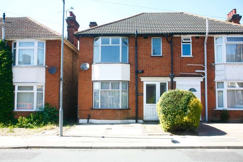 3 Bedrooms Semi Detached House for sale in cromer road, ipswich, Suffolk, IP1
