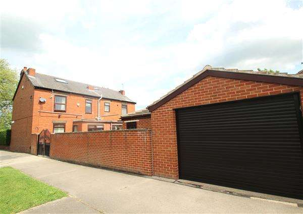 3 Bedrooms Semi Detached House for sale in Linworth House, Cemetery Road, Hemsworth