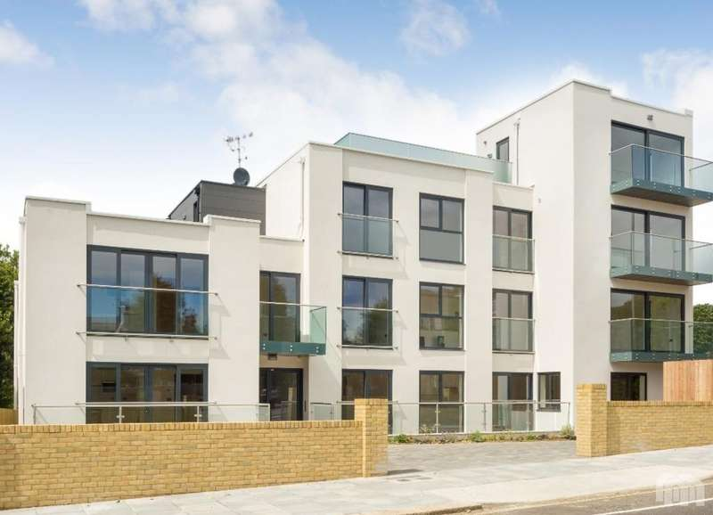 2 Bedrooms Apartment Flat for sale in 19 The Upper Drive, Hove BN3