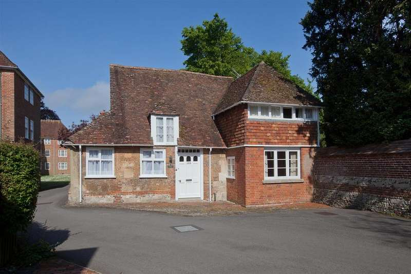 2 Bedrooms Cottage House for sale in The Close, Salisbury