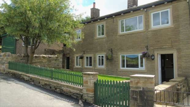 3 Bedrooms End Of Terrace House for sale in Butts Green Luddendenfoot Halifax