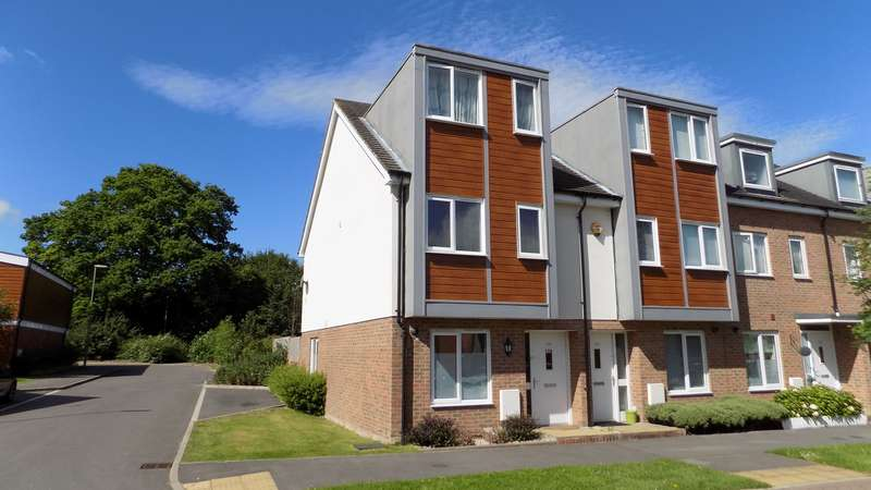 3 Bedrooms End Of Terrace House for sale in John Hunt Drive, Basingstoke, RG24
