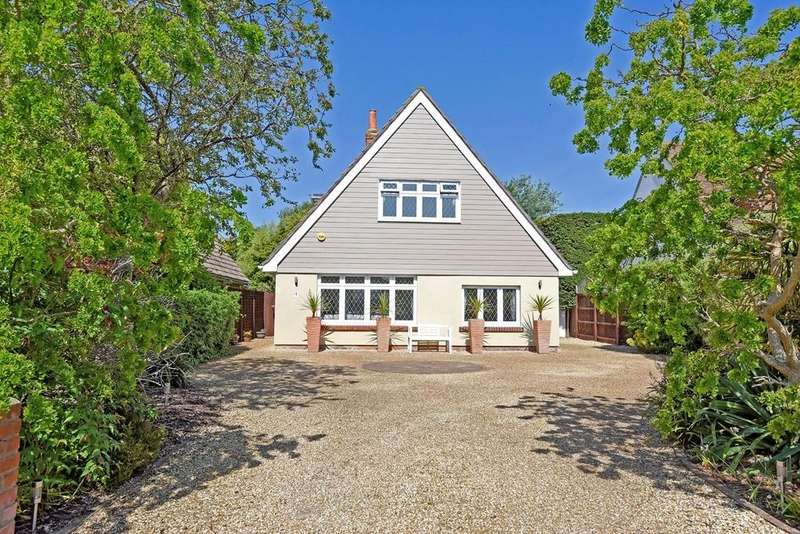3 Bedrooms Detached House for sale in Willow Way, Aldwick Bay Estate, Bognor Regis, PO21