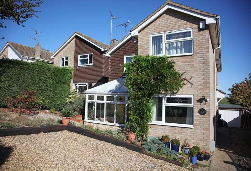 4 Bedrooms Detached House for sale in Redwing Drive, Billericay, Essex, CM11