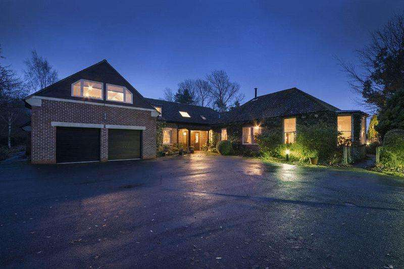 7 Bedrooms Detached House for sale in Pine House, Park Drive, Hepscott Park