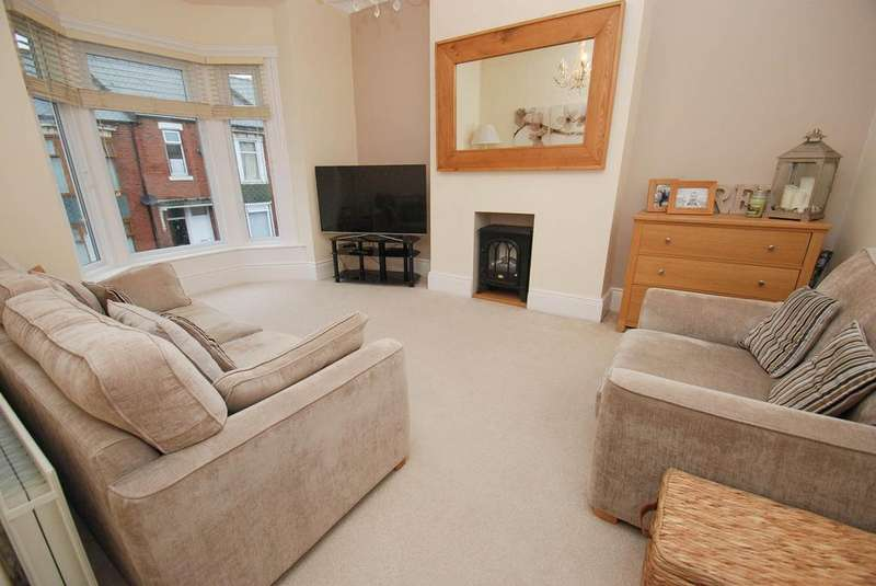 3 Bedrooms Flat for sale in Birchington Avenue, South Shields