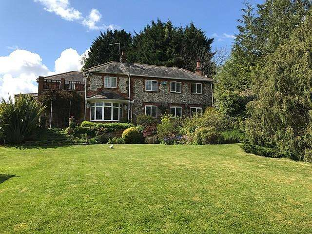 5 Bedrooms Detached House for sale in Marlow Road, Lane End