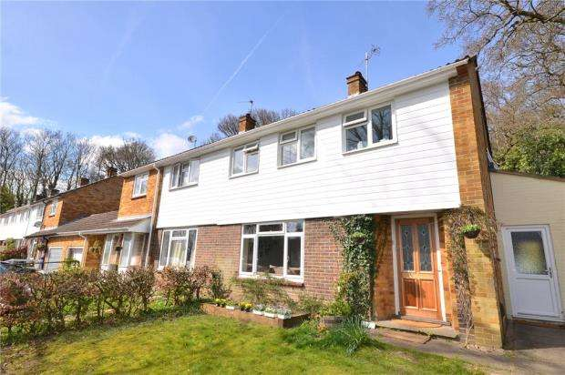 3 Bedrooms Semi Detached House for sale in Dundas Close, Bracknell, Berkshire
