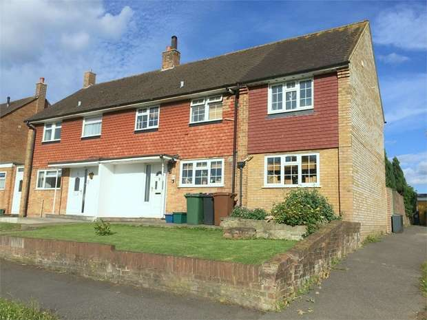 3 Bedrooms Semi Detached House for sale in Scotts Farm Road, West Ewell