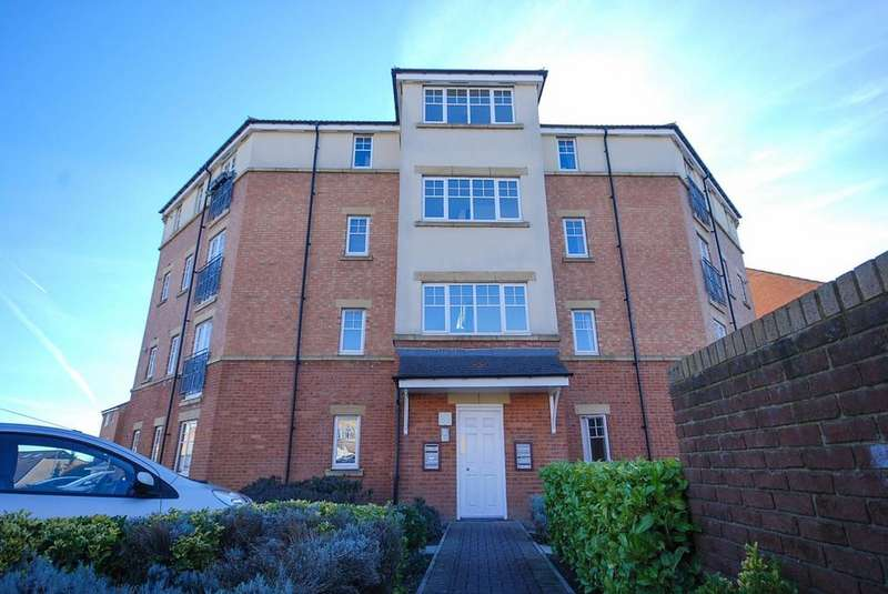 2 Bedrooms Flat for sale in Foster Drive, St James Village