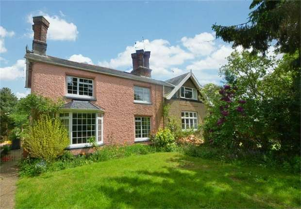 3 Bedrooms Semi Detached House for sale in Hope Terrace, Halesworth, Suffolk