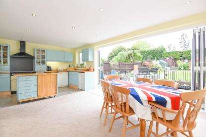 3 Bedrooms House for sale in Old Priory Avenue, Orpington