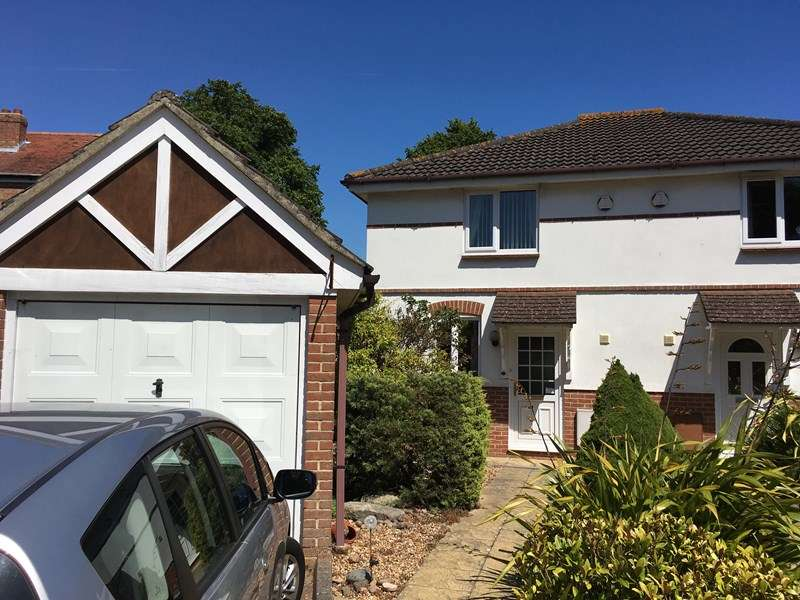 3 Bedrooms Semi Detached House for sale in Captains Close, Gosport