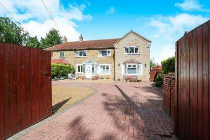 4 Bedrooms Semi Detached House for sale in Eccles, Norwich, Norfolk