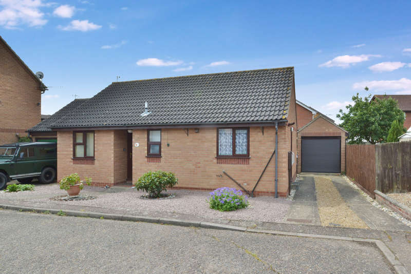 2 Bedrooms Detached Bungalow for sale in St Marys Close, Harleston
