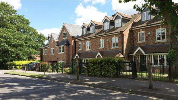 2 Bedrooms Apartment Flat for sale in Crownwood Gate, Farnham, Surrey
