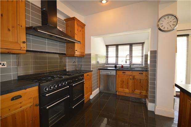 3 Bedrooms Semi Detached House for rent in Hillsdon Road, Westbury on Trym, BS9