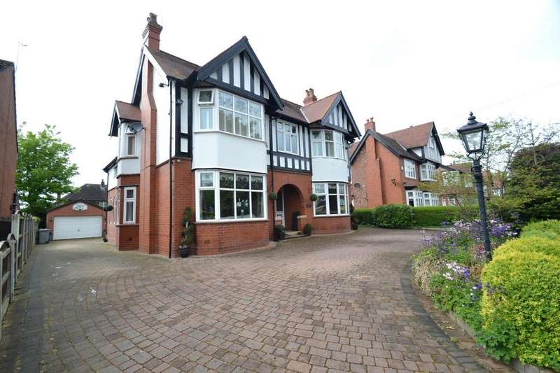 5 Bedrooms Detached House for sale in Beaufort Road, Sale