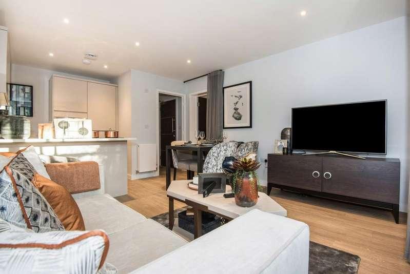 2 Bedrooms Flat for sale in Brookfield Road, Wooburen Green, HP10