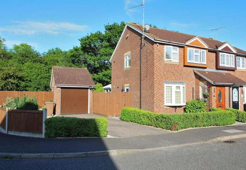 3 Bedrooms Semi Detached House for sale in Renoir Place, Chelmsford, Essex, CM1