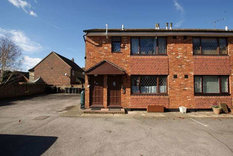 1 Bedroom Ground Flat for sale in Unwin Place, Stock, Ingatestone, Essex, CM4