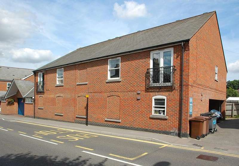 2 Bedrooms Apartment Flat for sale in Beehive Lane, Chelmsford, Essex, CM2